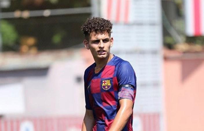 > Sergi Domínguez, ex-jugador del Club, con la española Sub.15